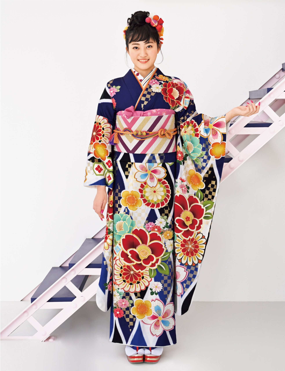 波打つような幾何学文様が個性を演出。さわやかな白と青の地に色とりどりの椿や桜が寄り添い、モダンな市松模様が輝きを放ちます。
